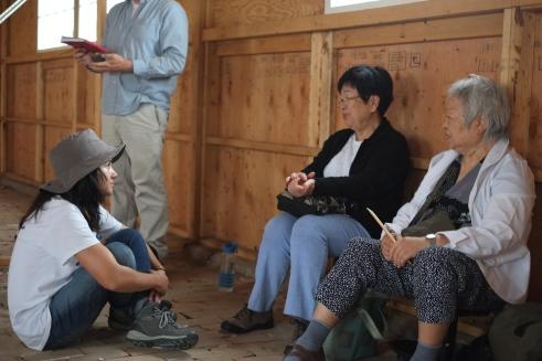 High school intern in barrack with former internees-Kitajima.JPG